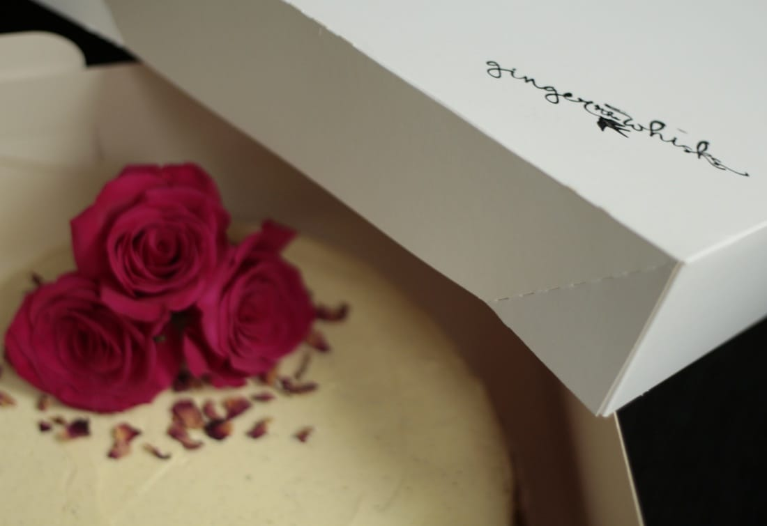 Cake in a cake box with roses
